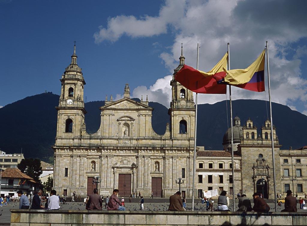 投资移民哥伦比亚,享受全家移民的福利,哥伦比亚护照