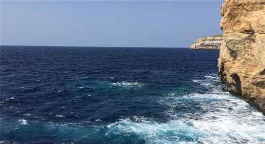 """马耳他的圣约翰大教堂在哪?""""蓝洞""""是什么?"""
