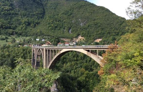 黑山移民:聊聊黑山的历史和传统!
